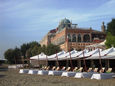 Hotel-Excelsior-and-beach-1