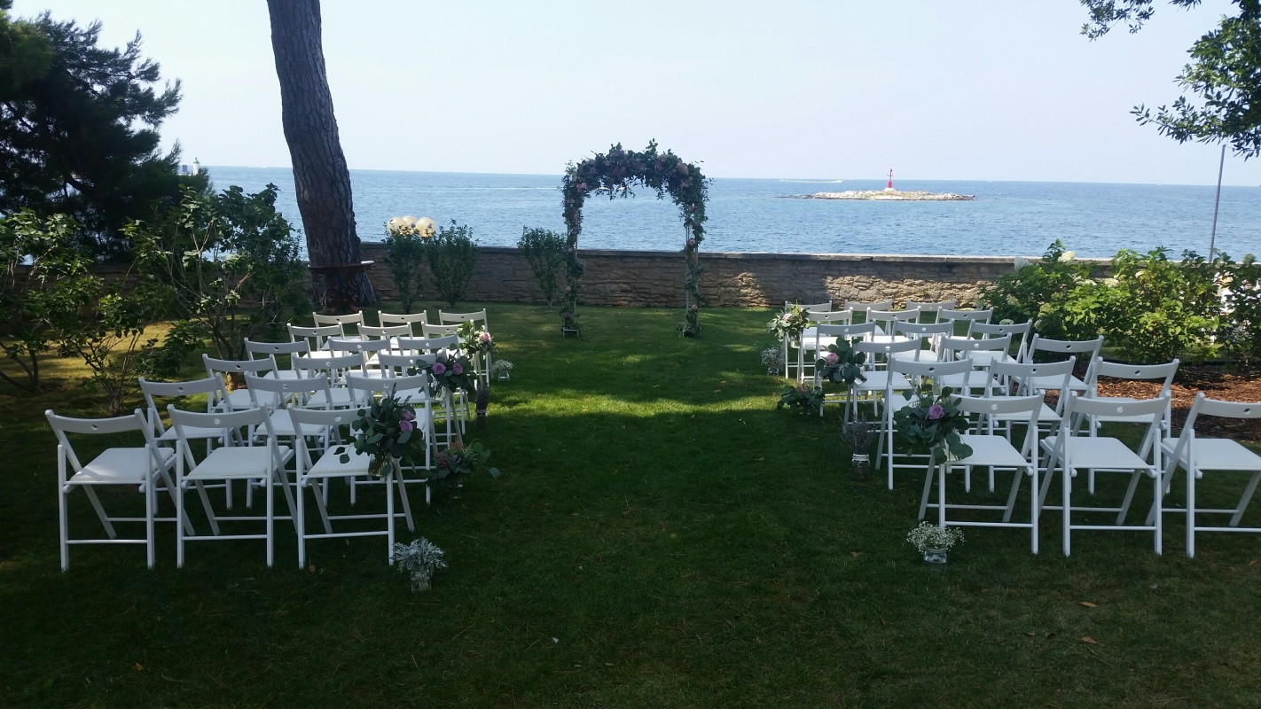 Villa Polesini garden ceremony set up 1